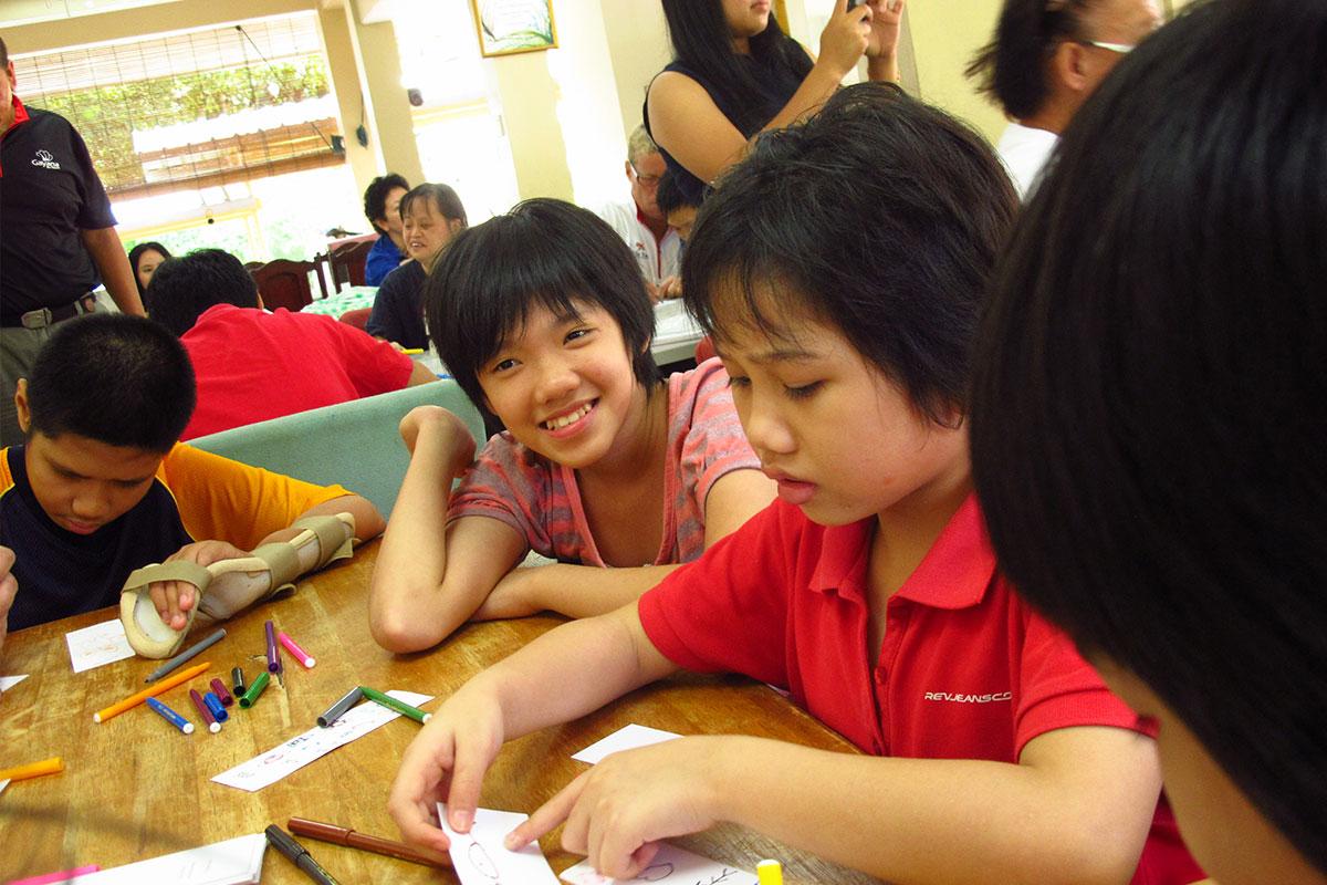Bukit Harapan children creating arts